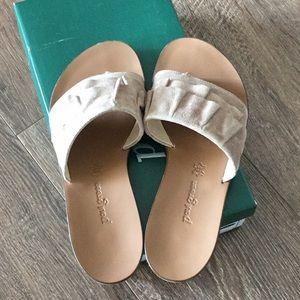 Paul Green ruffle wedge sandals